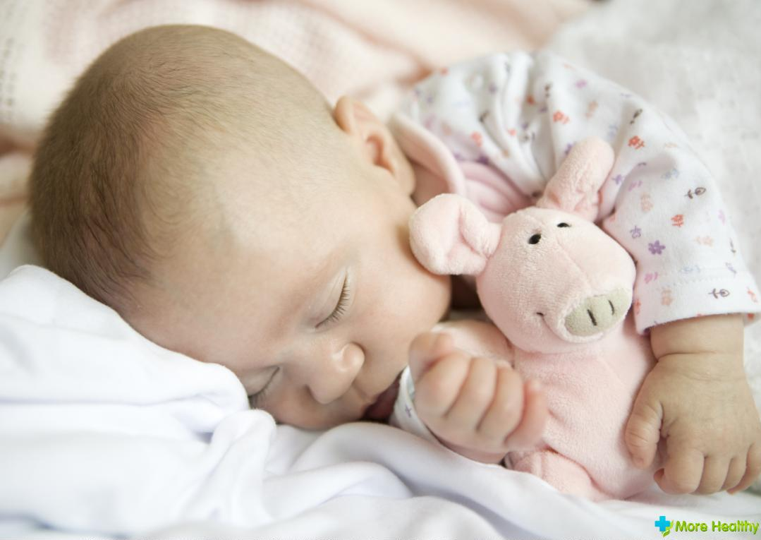 Насморк у грудничка 1 месяц, причины и лечение