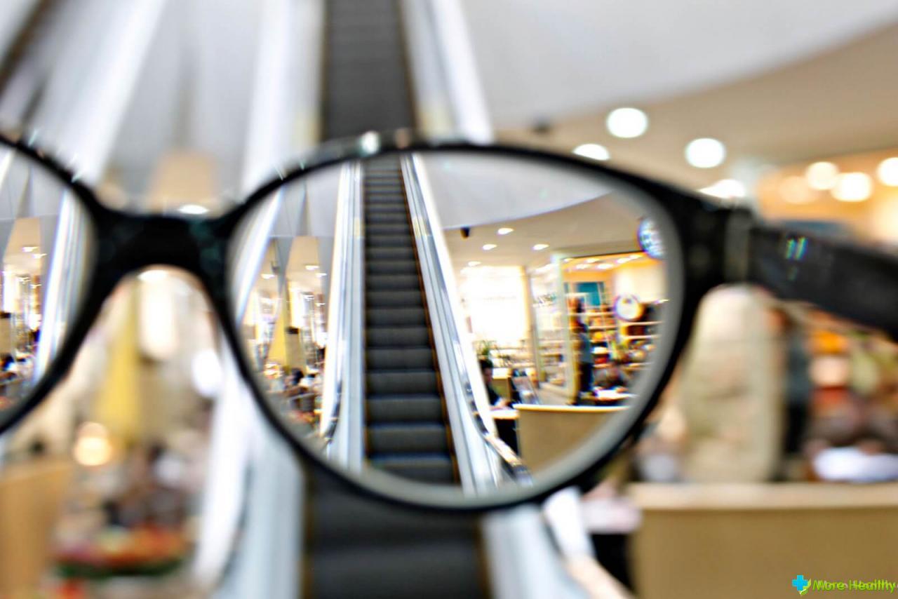 Очки с дырочками помогают восстановить зрение