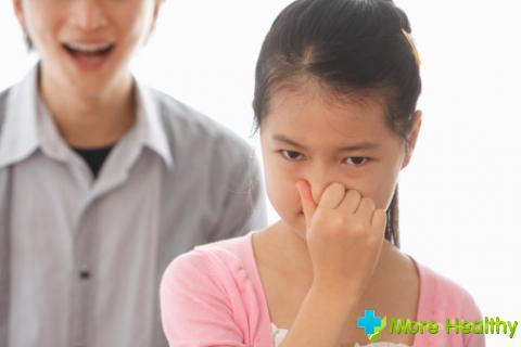 запах мочи изо рта причины у ребенка