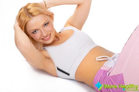 Существует несколько способов сделать живот подтянутым и избавиться от лишних жи