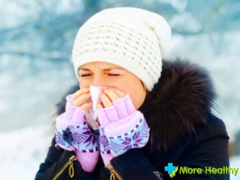 В аптеках можно встретить множество спреев в нос с увлажняющим эффектом